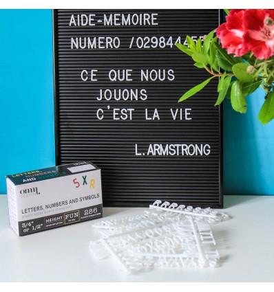 Lettres blanches pour tableau rétro noir Omm Design