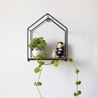 Etagère en forme de maison